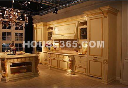 小厨房装修效果图片:古典欧式风格      编辑点评:精致繁复的花纹